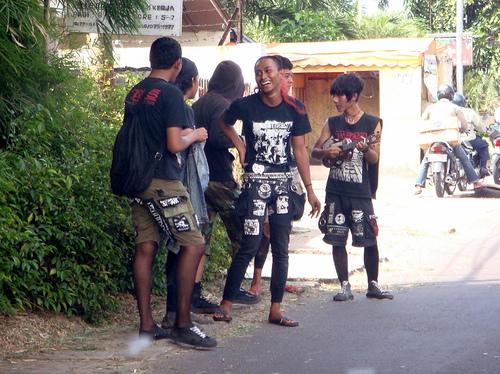 http://12puby.files.wordpress.com/2010/05/remaja-jaman-sekarang.jpg